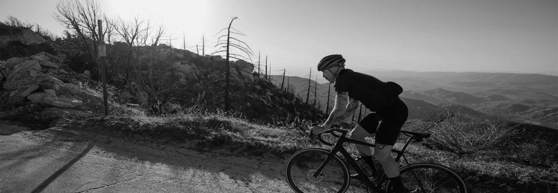 Ontwerpen en bedrukken fietskleding, wielerkleding en teamkleding.