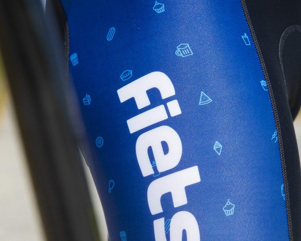 Elite 1200 fietsbroek details zijkant TD sportswear